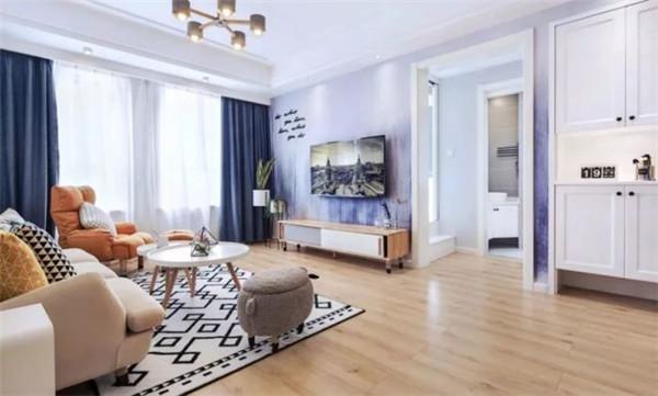 小户型客厅空间不大,在电视背景墙上多花心思(组图)
